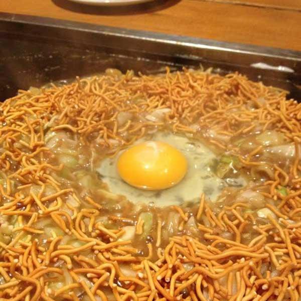 トッピング:ベビースター、玉子(別皿)